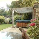 Valentine Garden Suite hot tub