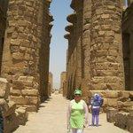 коллонады храма Амона Ра высотой до 23 м