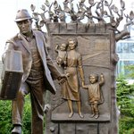 Sculpture depicting immigration