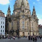 Neumarkt und Frauenkirche bei Tag