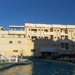 Hotel visto dalla piscina