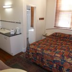 Photo de North Lodge Backpackers/ Perth City Apartments