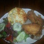 Freid chicken w/ mac n' cheese and green salad (27$)