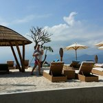 Pearl lounge beach