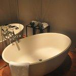 寬闊的浴缸