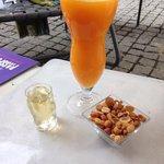 le muscat offert, et un jus d orange frais enorme pour 4€.... apres une bonne journee de marche