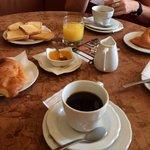 Das 8 Euro Frühstück. Tip an der Theke kaufen ist viel günstiger