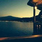 Vue sur l Etna depuis le restaurant, ce soir la, l Etna voyait rouge
