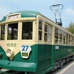 Старый трамвай, выставленный у входа
