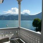 Vue sur le lac depuis le balcon de la chambre