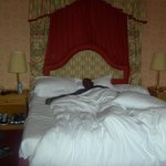 Huge room/bed! Xx
