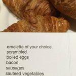 горячие блюда на завтраке в ресторане