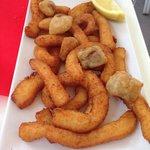 Ración rabas de calamar y cazón en adobo 5,90€