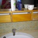 Rangements défréchis de la salle de bain!!