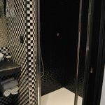 Carrelage noir et blanc original- Le tout très propre!
