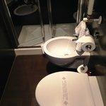 ホテルのバスルームは狭いながらビデがあるのが欧州ならでは