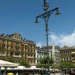 Plaza del Castillo. Pamplona. Accediendo a la plaza desde la Calle San Nicolás.