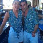 parte de los mejores camareros del chiringuito de la piscina del hotel zimbali.
