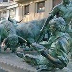 Representativo monumento en honor a los encierros