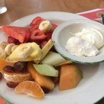 Poached eggs with fruit