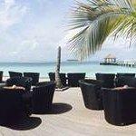 Ein Panorama-Blick auf Pool und Bar-Terrasse