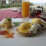 Breakfast. Eggs Benedict