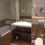 ckean, modern bathroom