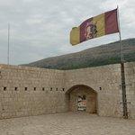 Game of Thrones flag on Fort Lovrijenac