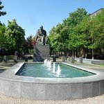 Estátua do poeta eslovaco que dá nome à praça