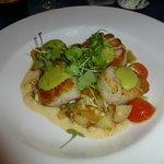 Seared scallops with smoked corn creme