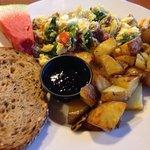 Fresh, hot breakfast: egg white-feta-spinach-Bremerhaven sausage scramble; rosemary garlic Yukon