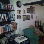 Piccola biblioteca a disposizione degli ospiti