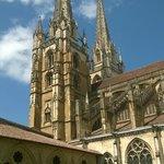 Torres de la Catedral de Sainte-Marie de Bayonne.
