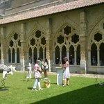 Exposición esculturas en el claustro