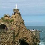 La excavación de la roca y el puente que mando realizar Napoleón III para unir la Roca de la Vir