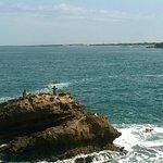 Vista general de la costa desde la Roca de la Virgen de Biarritz.