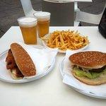 Hamburger Hotdog e patatine fritte