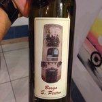 Vino bianco imbottigliato da borgo San Pietro