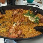 Paella mixta (marisco y pollo)