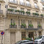 Hotel Chambiges Elysees - street view