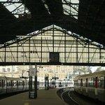 Similar perspectiva de la estación aparecida en la famosa pintura de Claude Monet.