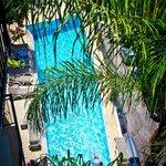 Вид на бассейн с балкона 4-го этажа