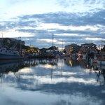 canale portuale di sera