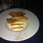 Riquísimo postre: Crema dulce de queso de Zuheros, leche de dátil y torta de Inés Rosales.
