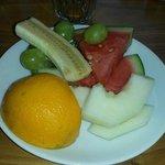 Leckerer Obstteller zum Nachtisch beim Frühstück :-)