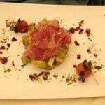 Avocado Tartar, roh marinierter Thunfisch
