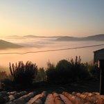 's Morgens vroeg voordat de mist in de vallei is opgetrokken.