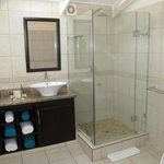 En suite Bath & Shower