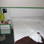 Doppelbett mit 1 Nachttisch