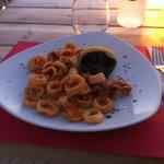 Calamari fritti con salsa nera